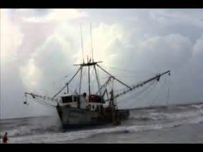 shrimp boat aground mexican shrimp boat runs aground on south padre island