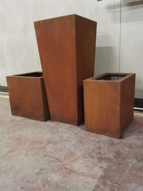 vasi in acciaio acciaio corten facciate murarie e strutture su misura