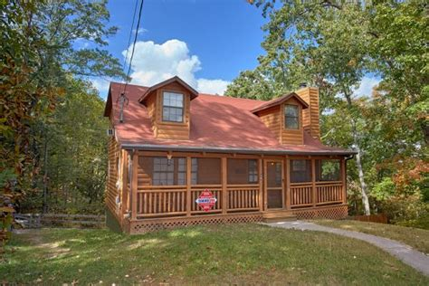 3 bedroom cabins in pigeon forge 3 bedroom cabin near downtown pigeon forge tn
