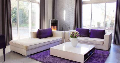 Karpet Warna Ungu desain ruang tamu kontemporer tema ungu