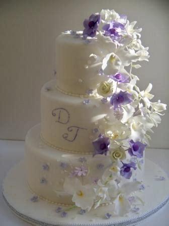 Hochzeitstorte 90 Personen by Lila Fliederfarbene Tortenkunst Moderne Wei 223 E Torte