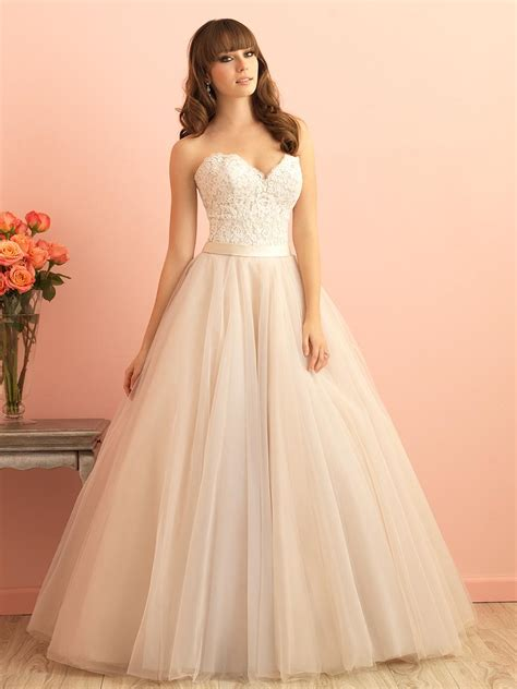Lace and Tulle Elegant Ball Gown Strapless Sweetheart Wedding Dress   Queen of Victoria