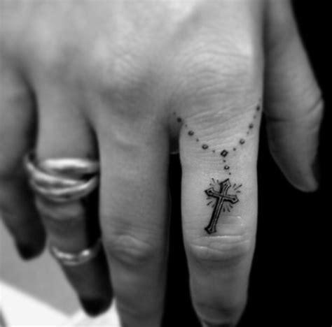 tattoo finger schmerzen 2728 besten tattoos bilder auf pinterest schlange
