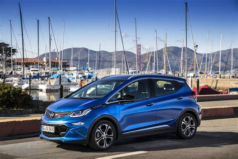 opel europe europe norway receives first deliveries of the opel ampera e