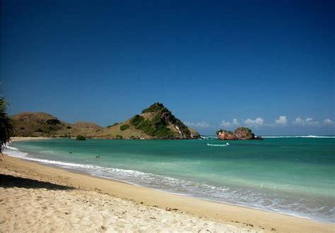 gambar pantai kuta lombok tempat wisata foto gambar wallpaper