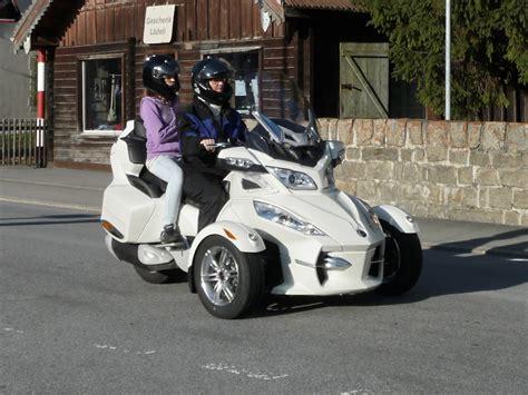 Dreirad Motorrad Name by Can Am Spyder Fotos Fahrzeugbilder De
