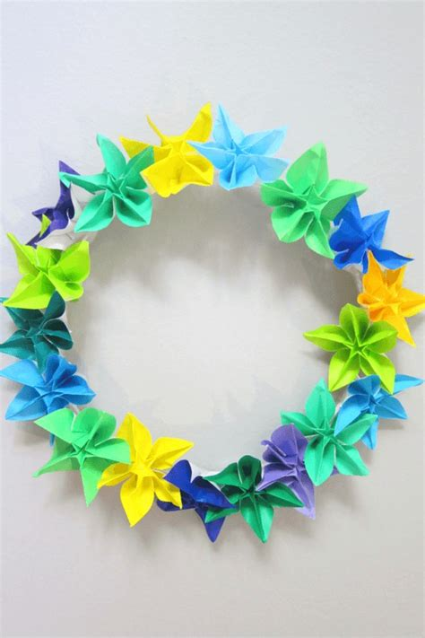 Origami Paper Wreath - how to make a wreath using origami flowers