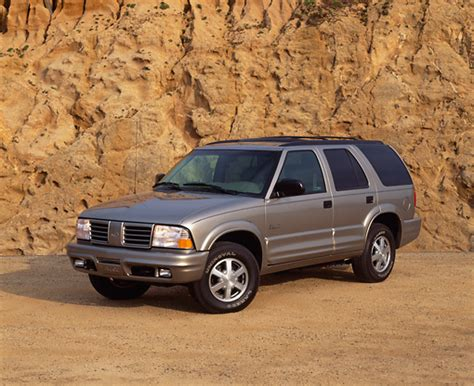 free download parts manuals 2000 oldsmobile bravada free book repair manuals service manual 2000 oldsmobile bravada how to replace the head gasket 2000 oldsmobile