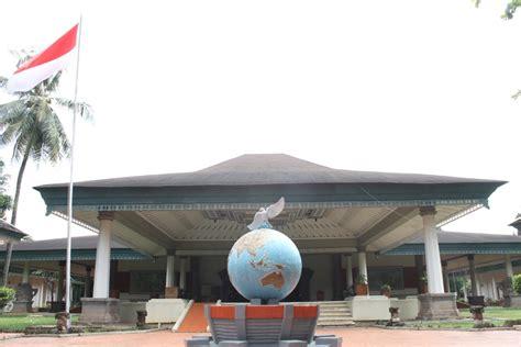 Miniatur Berbagai Negara melihat miniatur indonesia di taman mini indonesia indah