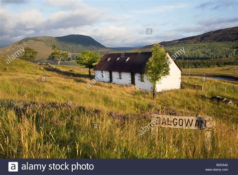 remote scottish cottages dalgowan a remote scottish keepers country cottage stock photo royalty free image