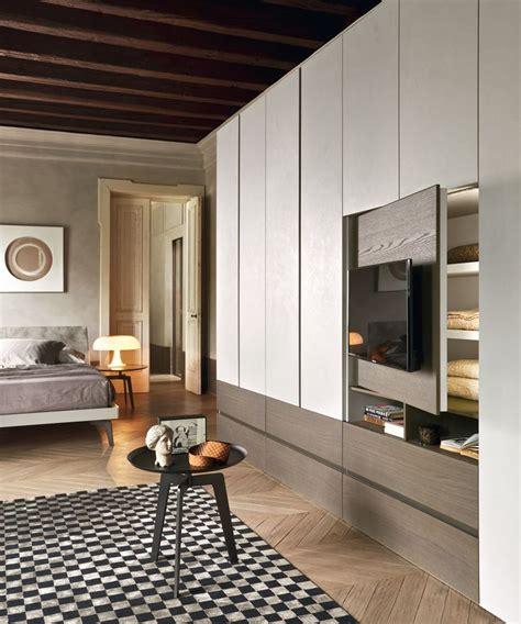 armadio porta tv da letto oltre 25 fantastiche idee su camere con armadio su