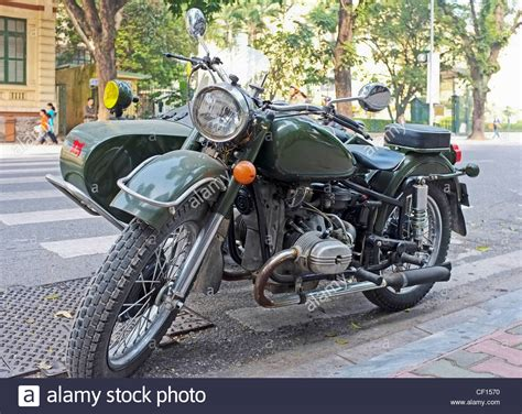 Motorrad Mit Beiwagen Russland by Motorbike Motorcycle Old Ural Stockfotos Motorbike