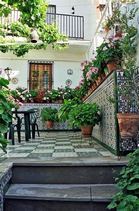 spanish style courtyards 1000 ideas about spanish courtyard on pinterest spanish