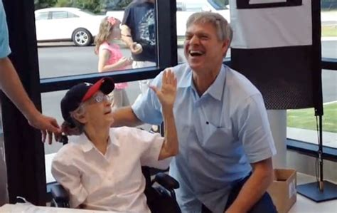 Dyer Kia Of Augusta Dale Murphy Signs Autographs At Dyer Kia In Ga