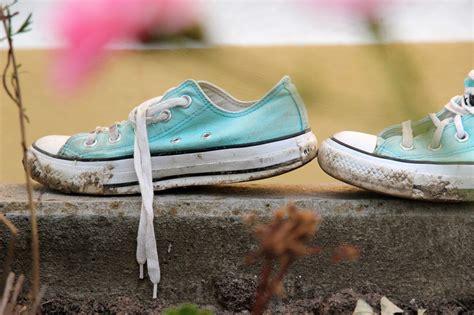 Sepatu Fashion 1091 biar tetap kinclong ini cara tepat cuci sepatu frozzaholic