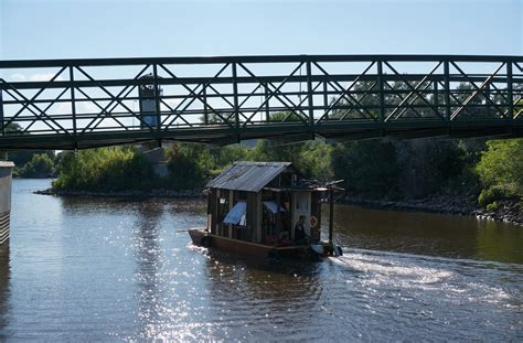 living on a boat on the mississippi river shantyboat heads down the mississippi gathering stories