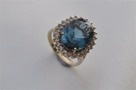9ct blue and white zircon ring