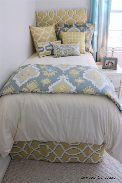 Yellow Walls Blue Bedding Best 25 Blue Yellow Rooms Ideas On Grey