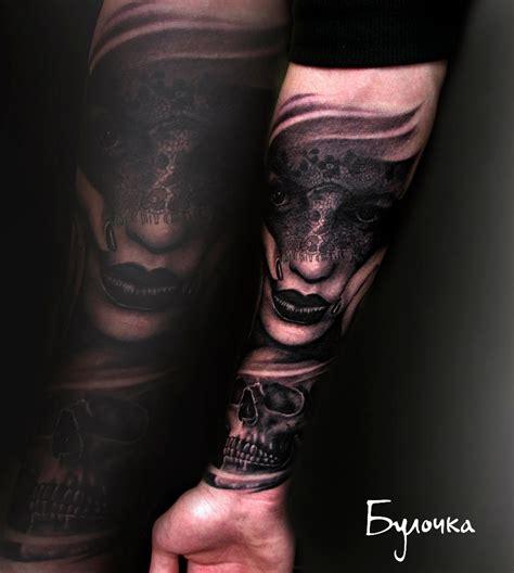 лицо женщины и череп тату на предплечье фото татуировок