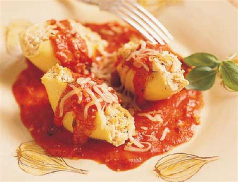 Stuffed Shells With Ricotta And Cottage Cheese by The Vegetarium