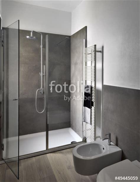 foto bagni moderni con doccia quot box doccia di vetro nel bagno moderno quot immagini e
