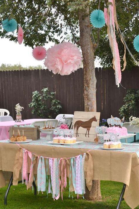 horseshoe decor black horseshoes and burlap as a wreath 1000 ideas about horse birthday cakes on pinterest