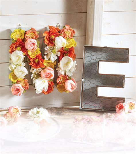 chicken wire letter floral arrangement joann jo