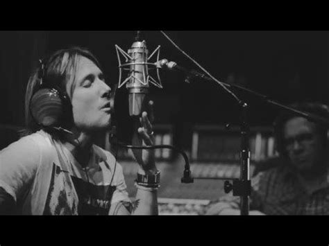 keith urban country comfort keith urban takes fans behind the scenes of recording