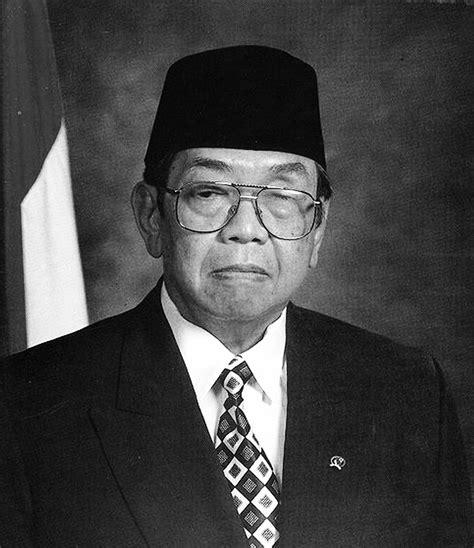 gambar presiden ri berwarna dan hitam putih