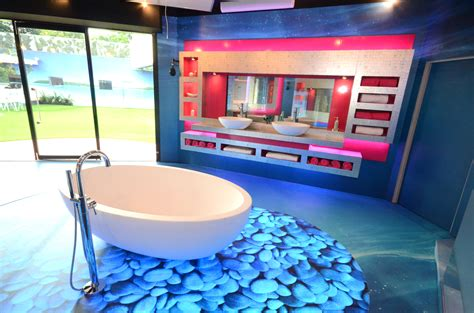 Longest Bathtub Detola Amp Geek The Isolated House Inside The Big Brother