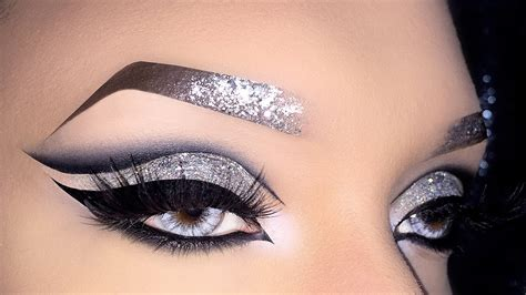 Eyeshadow Silver black cut crease with silver holo glitter makeup