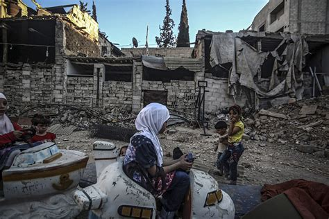 hundreds of thousands trapped in hundreds of thousands of syrians are trapped unable to
