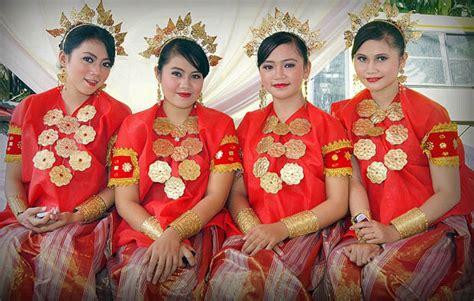 Baju Bodo Pakaian Adat Dari Daerah pakaian adat sulawesi selatan nama gambar dan keterangannya adat tradisional