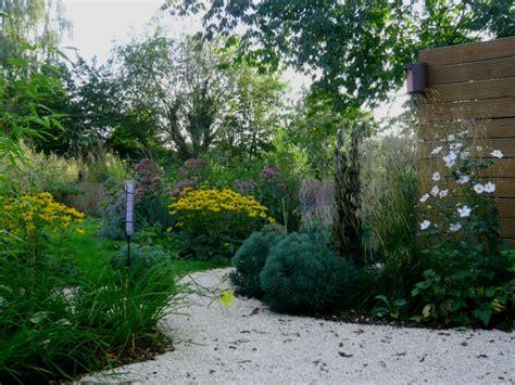 schmaler garten gestalten kleiner garten reihenhausgarten bilder beispiele