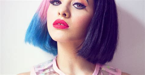 melanie martinez doesn t own jeans 25 things you don t