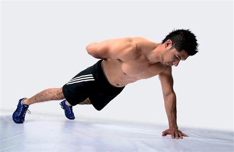 allenamento pettorali a casa flessioni pettorali esercizi fitnessway