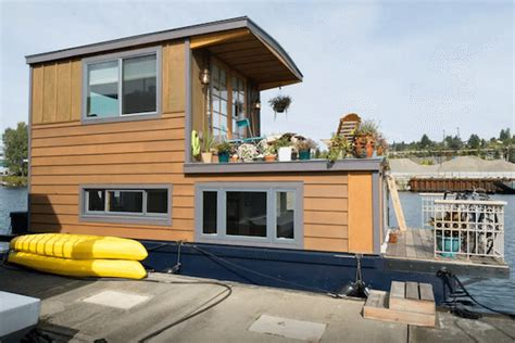 airbnb seattle houseboat 5 amazing houseboats you can rent on airbnb