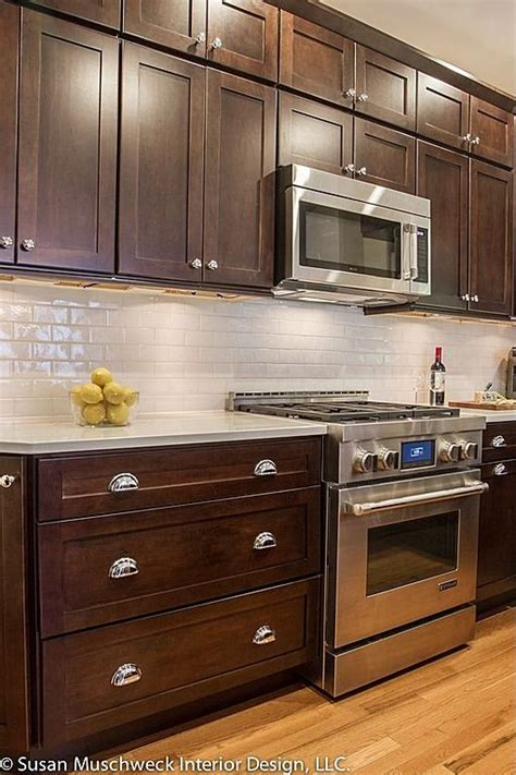 dark and light kitchen cabinets best 25 dark cabinets ideas on pinterest farm kitchen