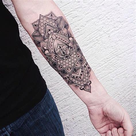 tattoo mandala com penas significado o significado da tatuagem de mandala e 20 exemplos para te