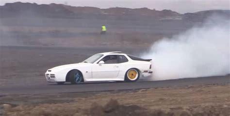 drift porsche 944 video met een porsche 944 turbo kun je prima driften