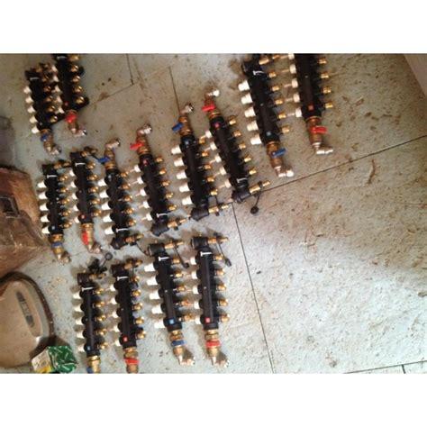 collettore riscaldamento a pavimento collettore per distribuzione a pavimento caleffi esuberi