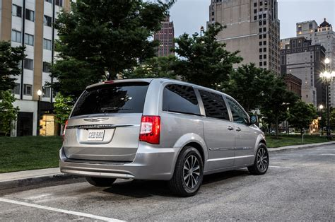 Chrysler Town And Country 2015 2015 chrysler town country reviews and rating motor trend