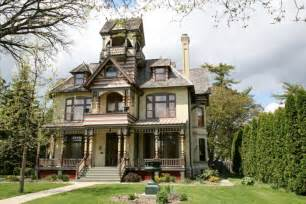 7 Real Life Haunted Houses For Sale Zillow Porchlight