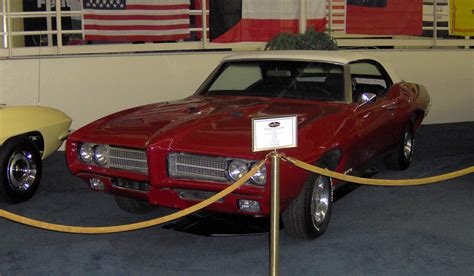 books about how cars work 1969 pontiac gto transmission control file 1969 pontiac gto convertible jpg wikimedia commons