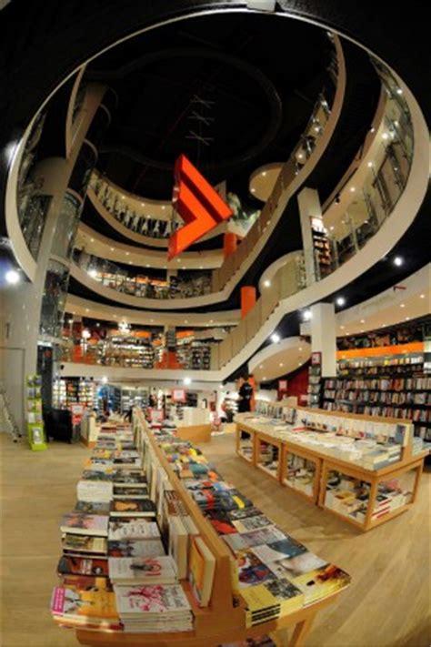 lavorare in libreria feltrinelli feltrinelli stipendi ridotti per salvare i posti di lavoro
