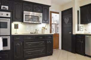 Can You Paint Kitchen Cabinets With Chalk Paint Chalk Paint Kitchen Cabinets Creative Kitchen Makeover Ideas