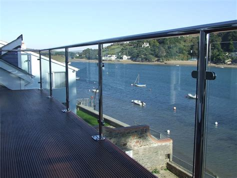 Stainless steel 316 balustrade post for crystal clear