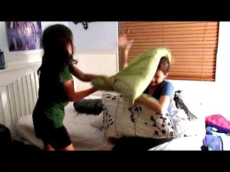 how to a pillow fight pillow fight