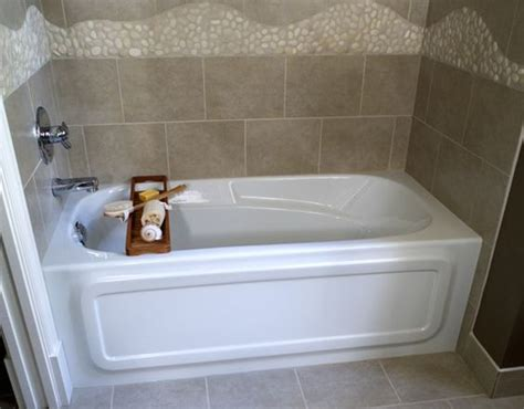 small tub soaker tub and bathroom tubs on pinterest