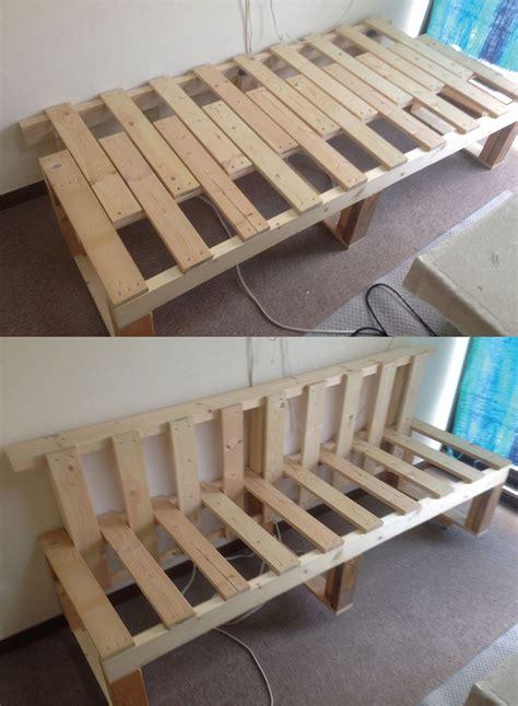 pin  rae gun  happy camper sofa de paletas de madera